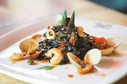 Rosso Vivo Dine & Lounge