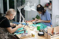 De Bloo Studio : Leather crafts workshop