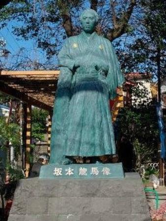 Statue of Sakamoto Ryoma