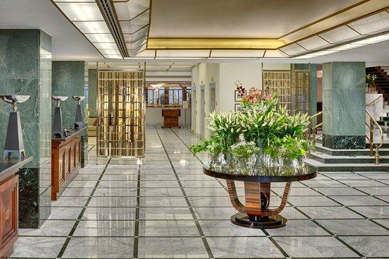 雷迪森蓝光阿尔克朗酒店