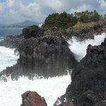 Big seas on the rocks.